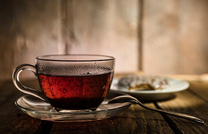 Safed Baalo ke Liye Black Tea