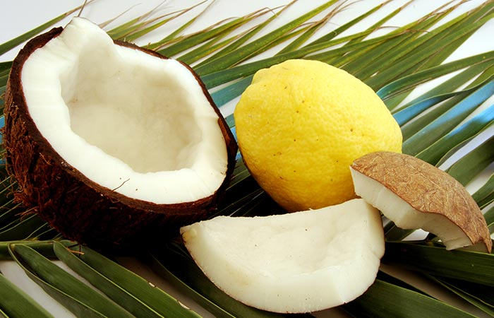 Safed Baalo ke Liye Coconut oil Aur lemon juice
