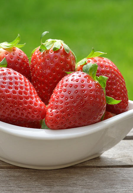 Strawberry for Blackheads in Hindi