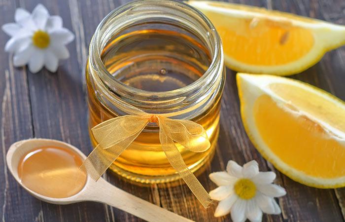 Lemon juice for Chapped Lips in Hindi