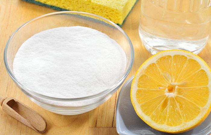 3.Baking-Soda-And-Lemon-For-Dandruff