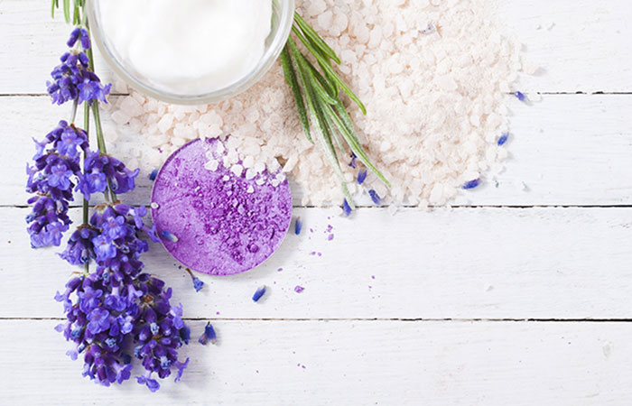 4.Baking-Soda-And-Lavender-Essential-Oil