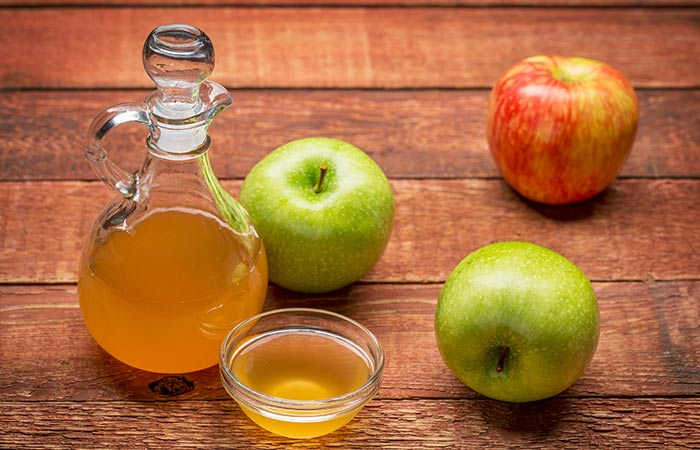 apple vinegar and soda </li> <li>  Shutterstock </p> </div> <p><strong>  Ingredients: </strong> </p> <ul> <li>  Teaspoon soda for bread </li> <li>  One teaspoon of water </li> <li>  Hot towel </li> </ul> <p><strong>  : </strong> </p> <p>  Two Minutes </p> <p>  <strong> How Long Does It Take? </strong> </p> <p>  15-20 minutes </p> <p>  <strong> What to do? 19659011] Make a paste by mixing some water in the baking soda. </li> <li>  Wash your face with the cleaner and dry it. </li> <li>  Apply this paste on the portion of acne </li> <li>  Take it soaked to stay put for 15 minutes on your face and then wash it with cold or lukewarm water. </li> <li>  Applying a humectant after his face. </li> <li>  a cloth in vinegar apples the next day. If your skin is sensitive, add water to apple vinegar. </li> <li>  Apply apple vinegar from the acne part using a cloth. </li> <li>  Keep it for 15-20 minutes. Wash your face with lukewarm water. </li> </ul> <p><strong>  How often do you do this? </strong> </p> <p>  You can leave the baking process for one day. At the same time, the process of apple vinegar can be reproduced every day. </p> <p>  <strong> How It Works </strong> </p> <p>  Baking soda helps dry your nipples by exploring your skin. It also helps in shortening the pores. At the same time, apple vinegar balances the pH of the skin. </p> <h3>  6. Toothpaste and soda </h3> <div id=
