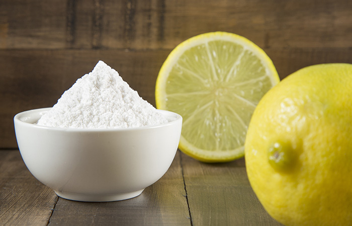 Baking soda and lemon face mask for acne