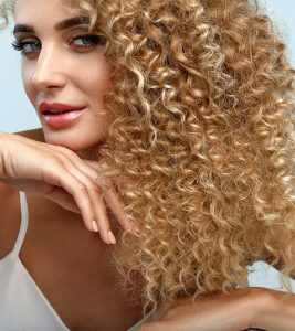 20 Surreal Curly Blonde Hairstyles