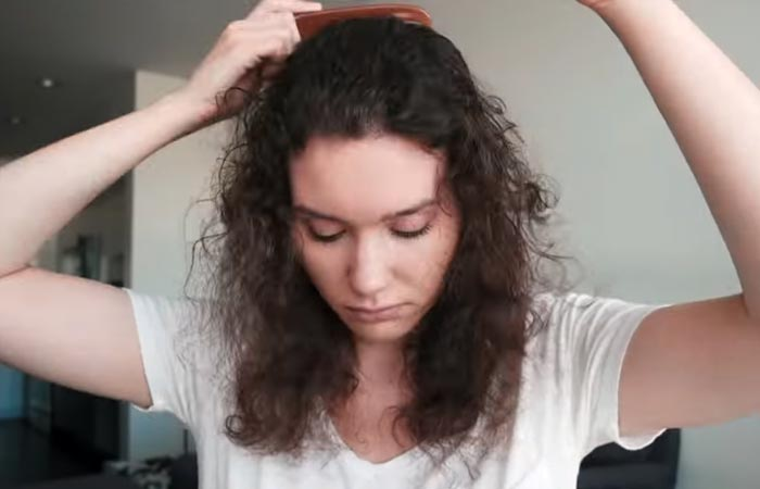 Comb your hair to get rid of knots and tangles