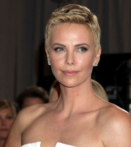 20 Chic Short Hairstyles For Oval Faces