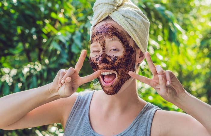 Coffee, Cocoa, And Oatmeal Face Mask (To Rejuvenate Your Skin)
