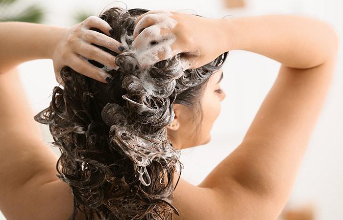 घर में तैयार करें कंडीशनर सिल्की बाल पाने के लिए
