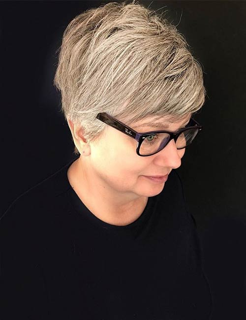 Instagram [196590081] Forget about the perfect hairstyle for the girl and the door and greet the little beans! The contrasting short layers of the back and the chin-length hair in front give a playful touch to this type of hair. </p> <h3>  18. Dimensions Pixie </h3> <div id=