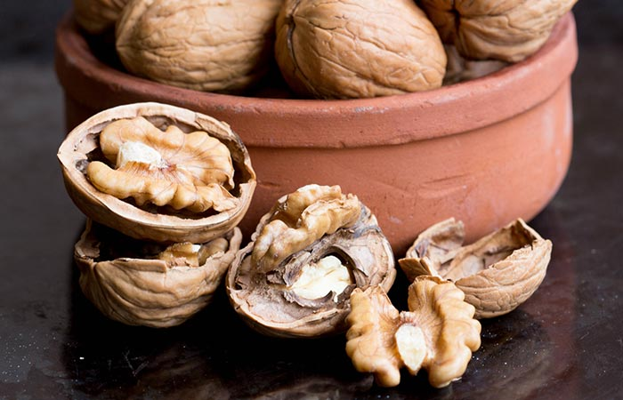 Skin Benefits of Walnut in Hindi
