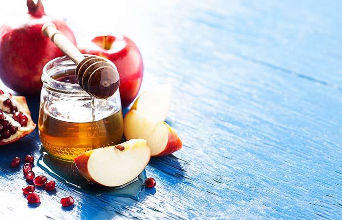 2. सेब के साथ शहद