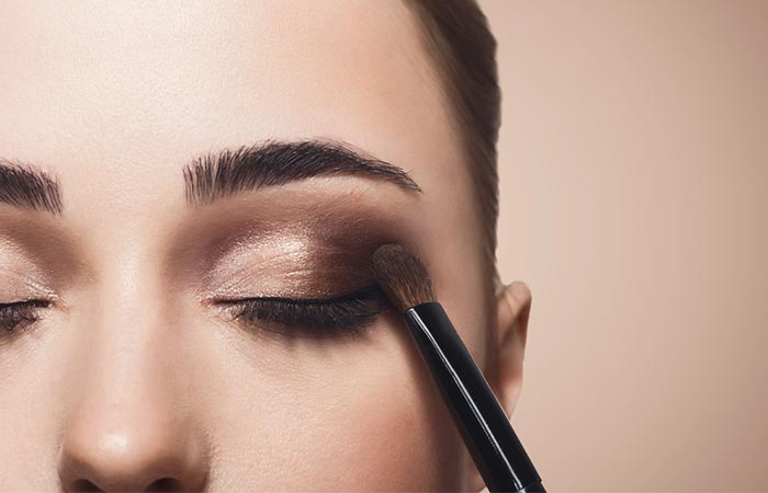 Ways to apply eye shadow