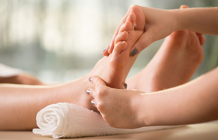 Foot massage for periods pain in hindi