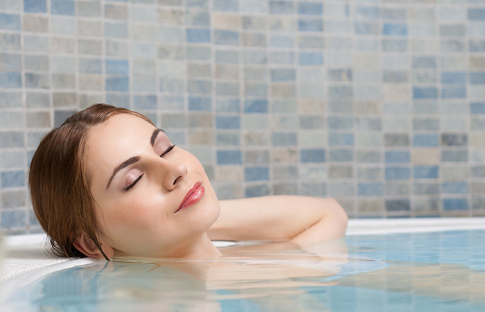 Hot water bath for muscular pain in hindi