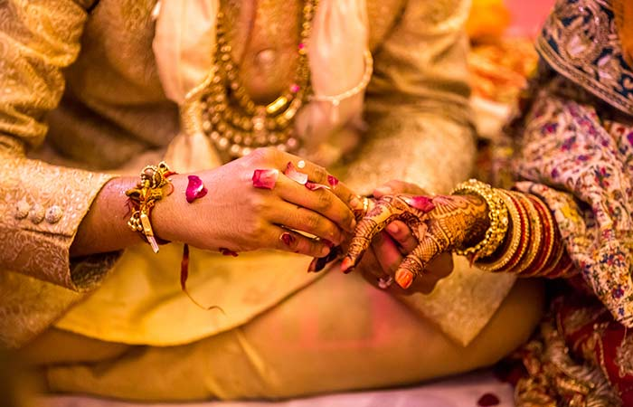 "I Ended Up Meeting A Drug Dealer, Chennai Woman Reveals The Bitter Truth Of Arranged Marriages1 [19659005] iStock </p> </div> <p> When parents set up the initial stages of a marriage, they think they have found the best groom for their daughter. Most often, the factors that they consider when getting into this conclusion are materialistic. They are more concerned about the size of the groom's car than the size of his heart. Also, they judge a guy based on his family's image in society. They are usually content if his <em> mamaji's </em> neighbor's sister-in-law's brother gives a green flag when asked about the character of the guy. They call this the ""background check."" Things have changed over the years and today, it's almost impossible to find a parent who knows what their child is doing in life or how their true character is. </p> <p> The bold woman concluded her message saying, ""Guys seriously think that their crores of assets and their '25 lakh per annum 'is the only thing they've ever known. what we're falling for, but they could not be more wrong! Marriage is not about their bank balance – and it's definitely not about getting caught in a complete stranger under absurd situations. ""Even though meeting a complete stranger knowing that you're going to share your life, your bed, and everything you they have a great deal of love for their parents because they have been conditioned by their parents to believe that arranged weddings are holy </p> <h2> Why Arranged Marriage Is not Always Sweet Piece Of Cake </h2> <div id="