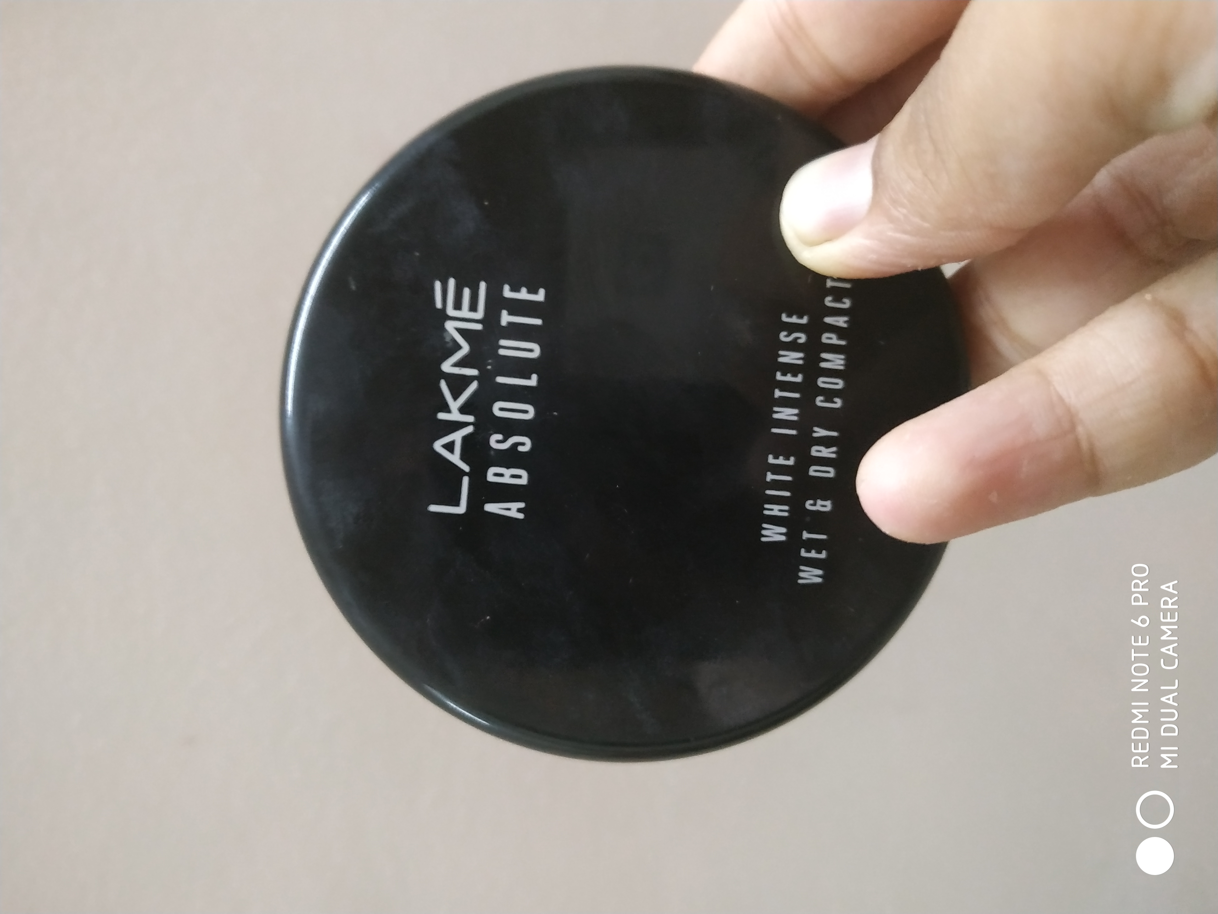 Lakme Absolute White Intense Wet & Dry Compact-Compact is wet and dry both but how?-By nkulsoom001