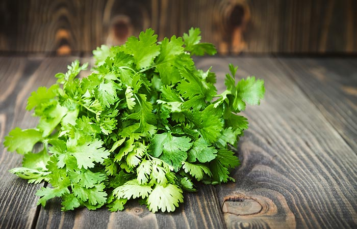 Coriander leaves To Remove Moles in Hindi