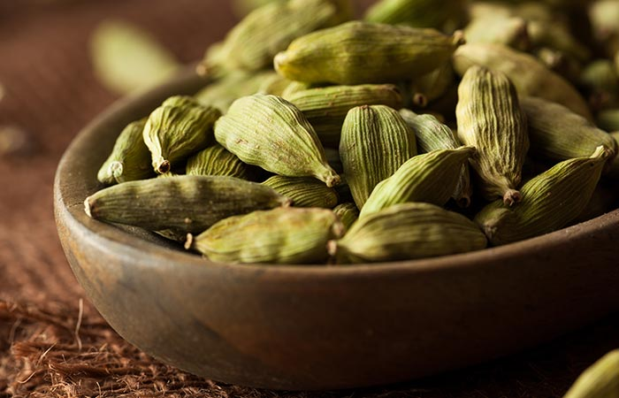 How to Use Cardamom in Bengali