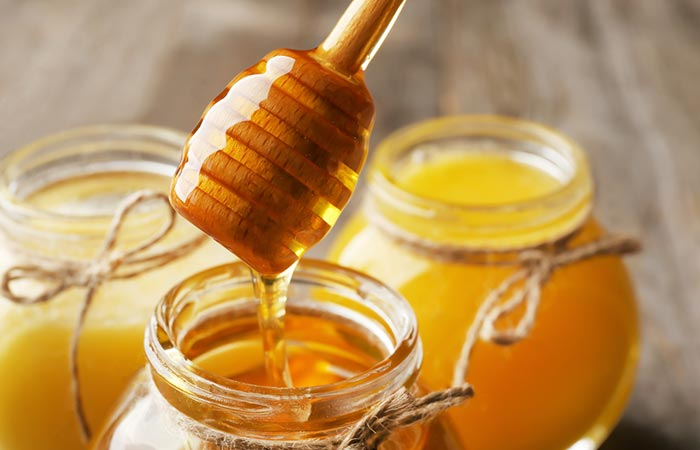 The use of honey to make the skin wrinkle