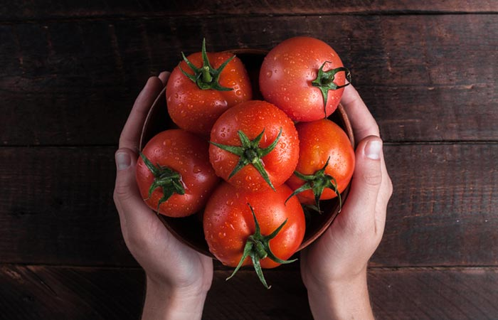 The use of tomatoes to make skin tingle