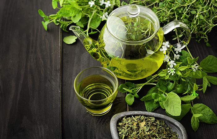 Use of green tea to prevent hair fall