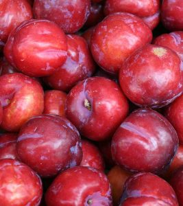 आलूबुखारा के 11 फायदे, उपयोग और नुकसान - Plums Benefits, Uses and Side Effects in Hindi