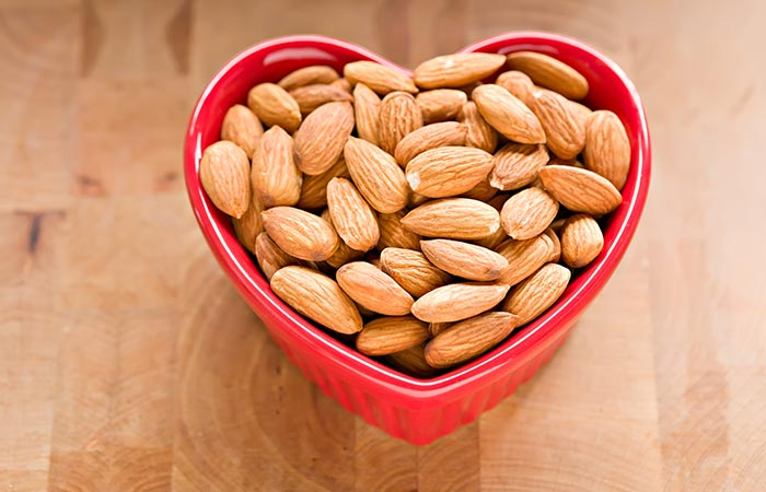 बादाम तेल (Badam Tel) के 13 फायदे, उपयोग और नुकसान - Almond Oil Benefits, Uses and Side Effects in Hindi