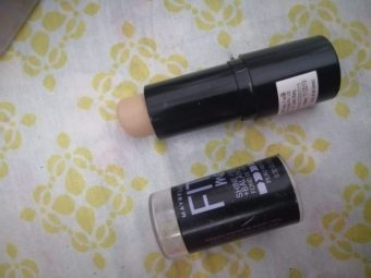 Maybelline New York Fit Me Shine Free Stick Foundation pic 1-Simply awesome-By ruchi_r_neema