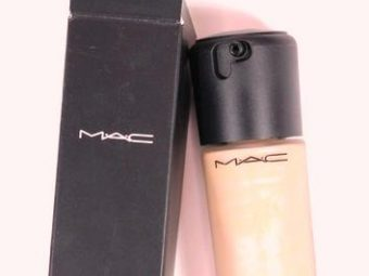 MAC Next To Nothing Face Colour Foundation pic 2-Improves fine lines and imperfections-By riya_neema