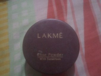Lakme Whitening Rose Powder With Sunscreen pic 2-Fits in budget-By know.your.vanity