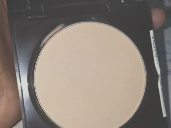 Maybelline Fit Me Matte And Poreless Powder pic 3-Good for oily skin-By nadia_ehtesham