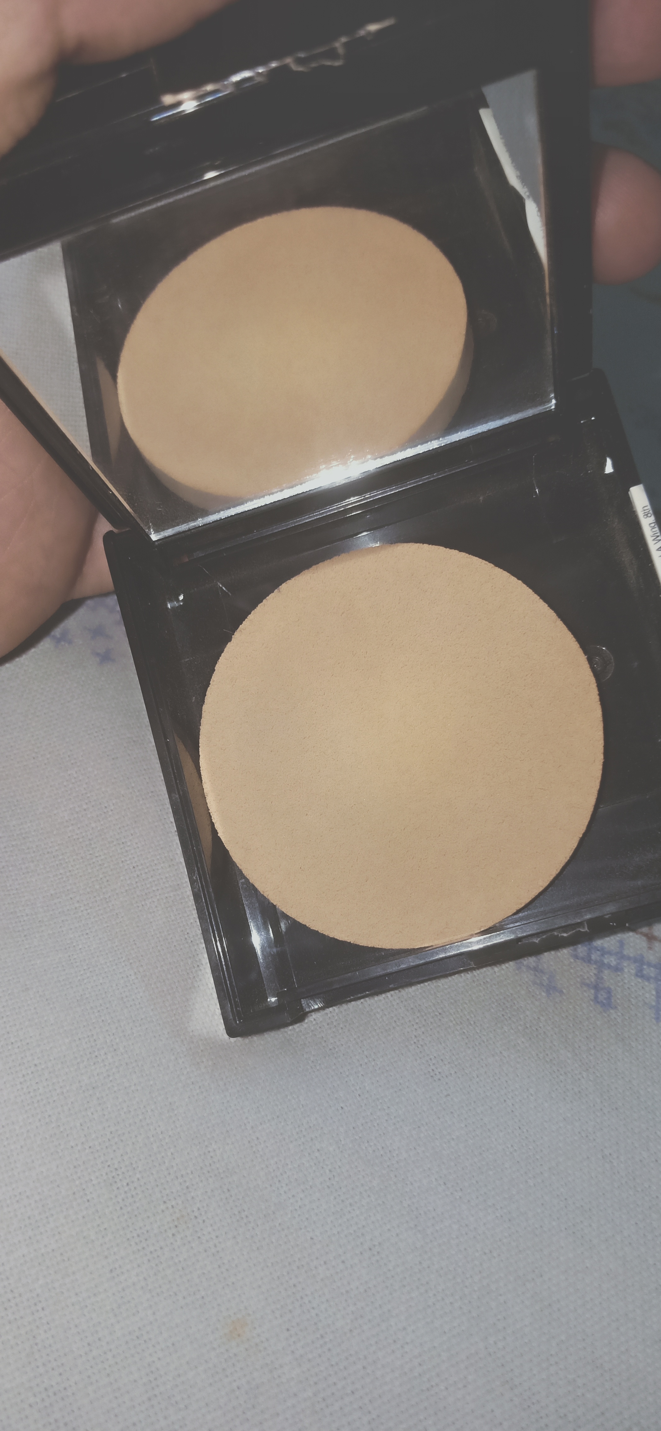 Maybelline Fit Me Matte And Poreless Powder pic 2-Good for oily skin-By nadia_ehtesham