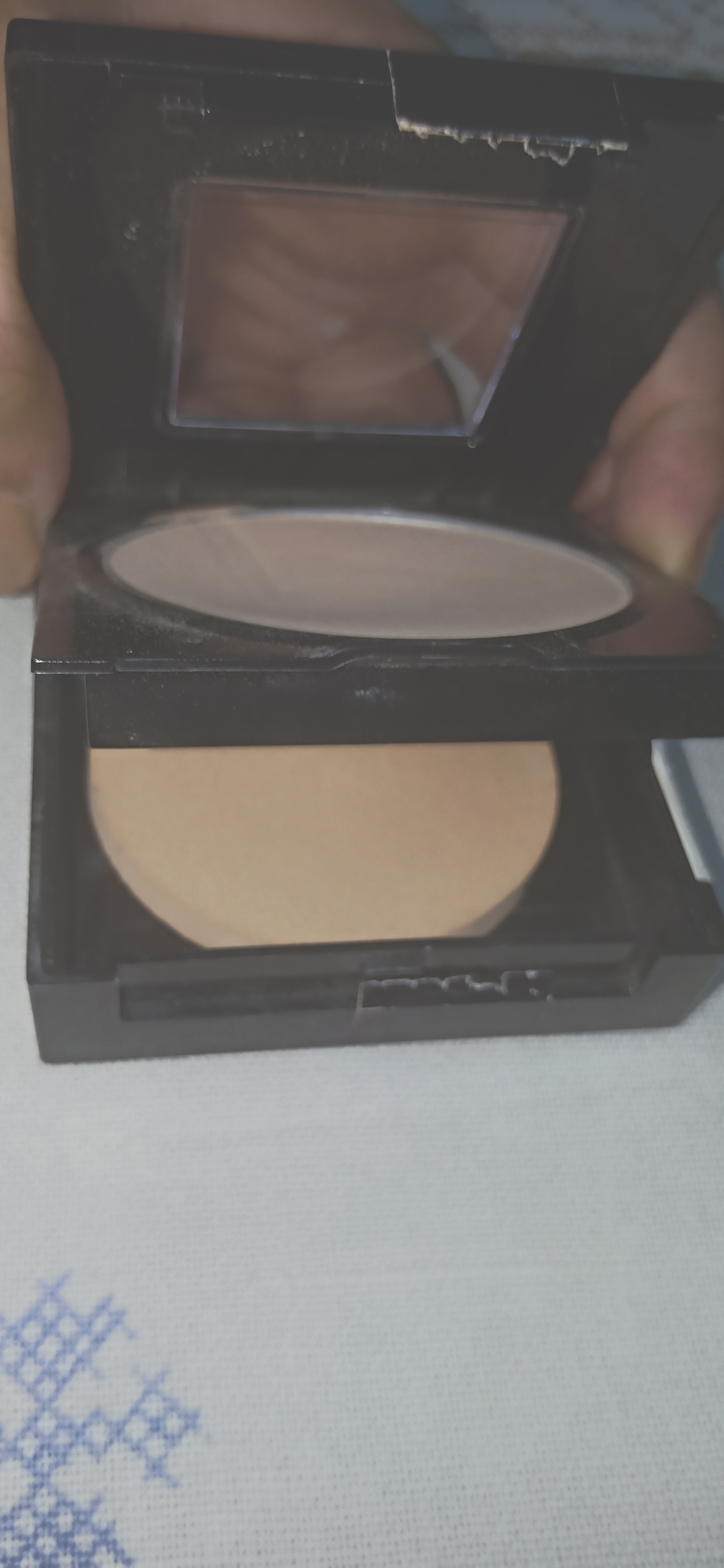 Maybelline Fit Me Matte And Poreless Powder pic 5-Good for oily skin-By nadia_ehtesham