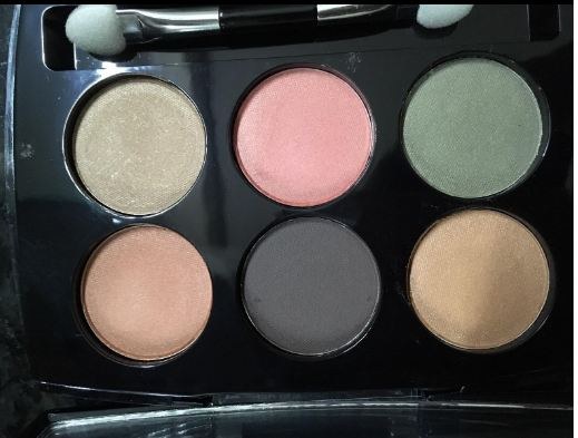 Lakme Absolute Illuminating Eyeshadow Palette-Inspired by runway trends-By riya_neema-2