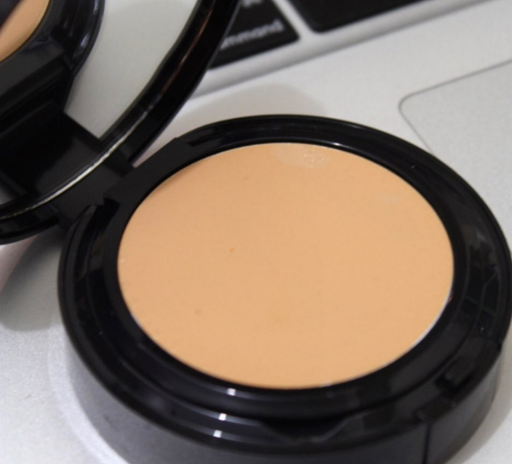 Bobbi Brown Long Wear Even Finish Compact Foundation-Unique compact foundation-By shruti_joshi-2