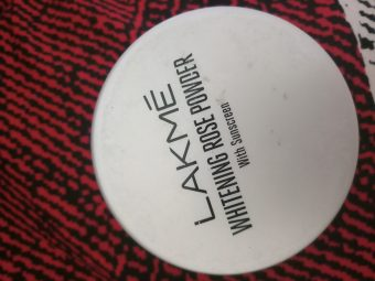 Lakme Whitening Rose Powder With Sunscreen pic 2-Not long lasting-By varsh