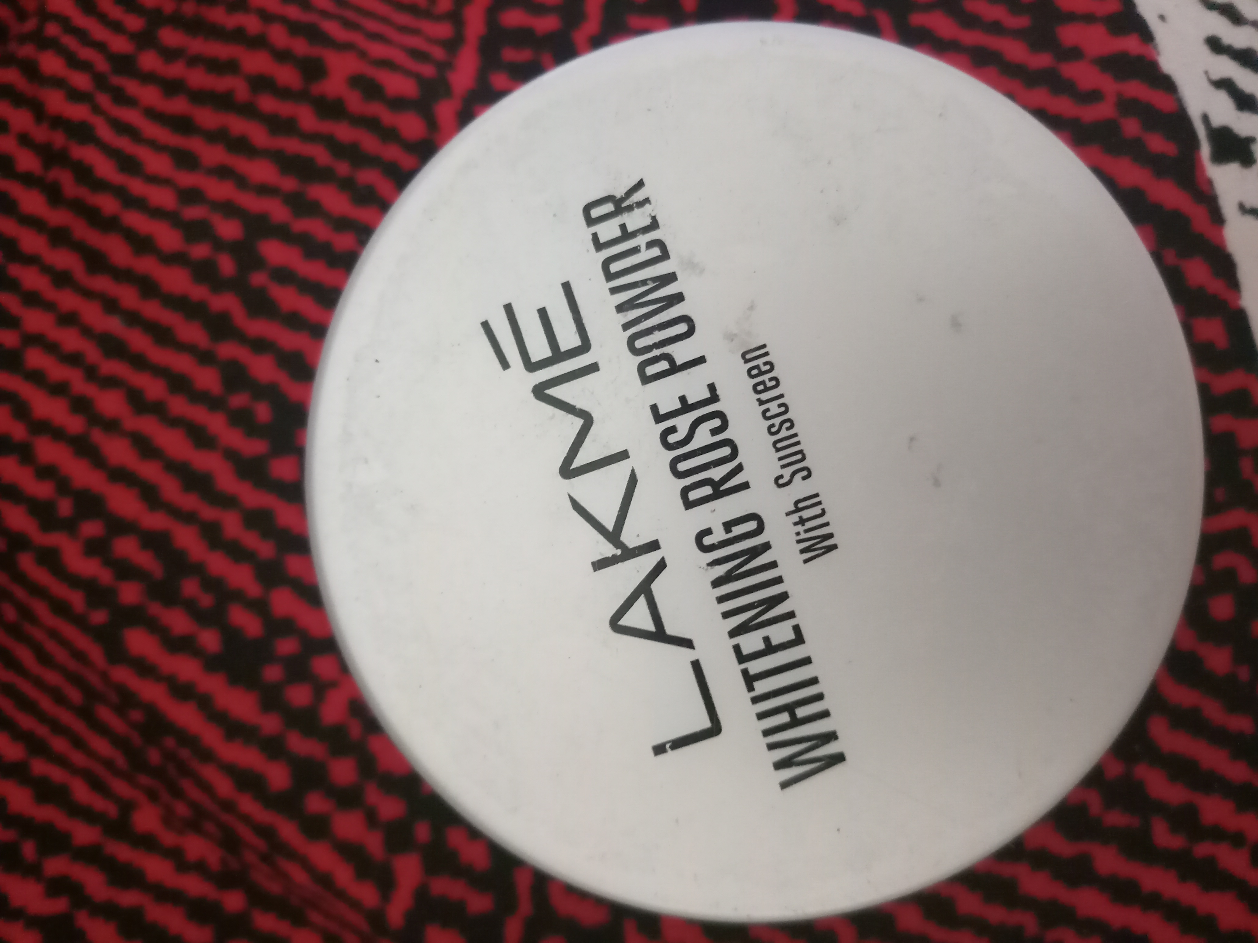 Lakme Whitening Rose Powder With Sunscreen-Not long lasting-By varsh-2