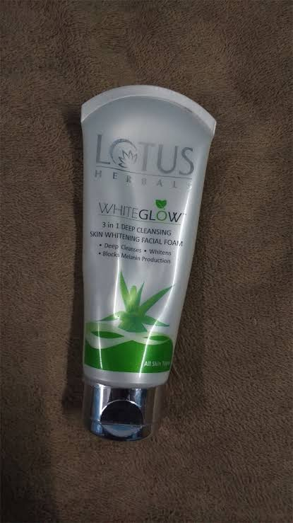 Lotus Herbals Whiteglow 3-in-1 Deep Cleansing Skin Whitening Facial Foam-It does what it says-By aliyaaw_afra