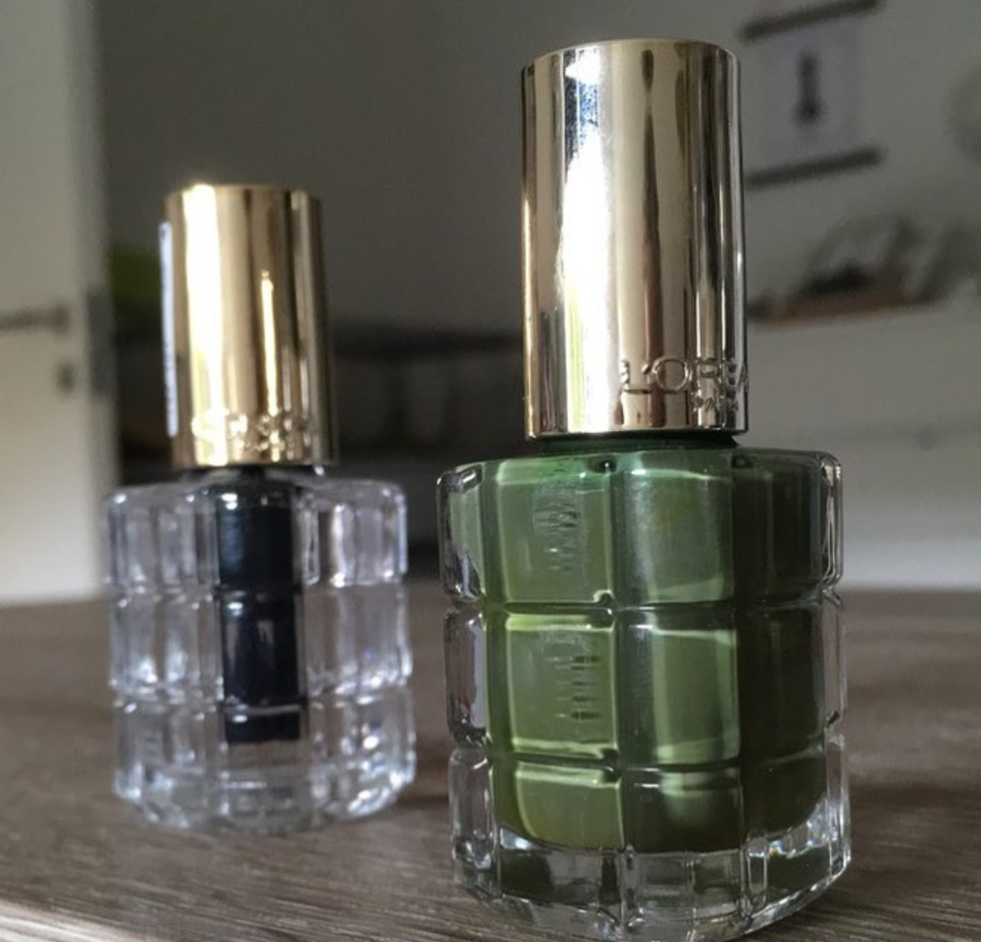 L'Oreal Paris Color Riche A L'Huile Nail Paint-In love with the shine !-By ranjani-2