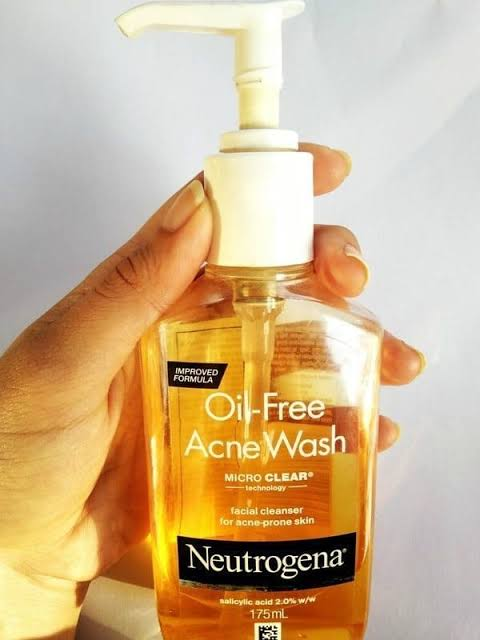 Neutrogena Oil-Free Acne Wash -Best results for acne-By aliyaaw_afra