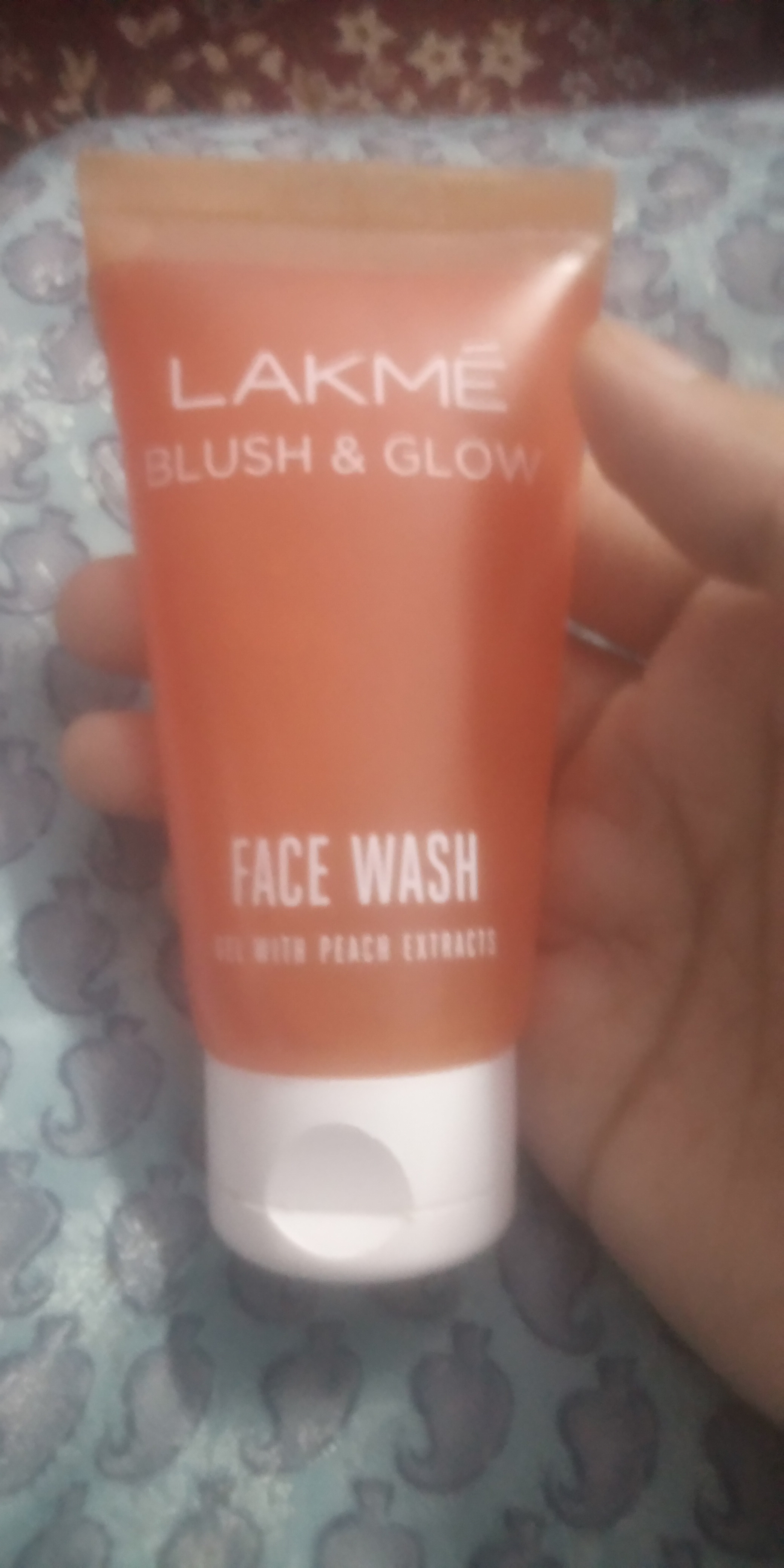 Lakme Blush & Glow Peach Gel Face Wash pic 3-Fruity scent face wash-By know.your.vanity