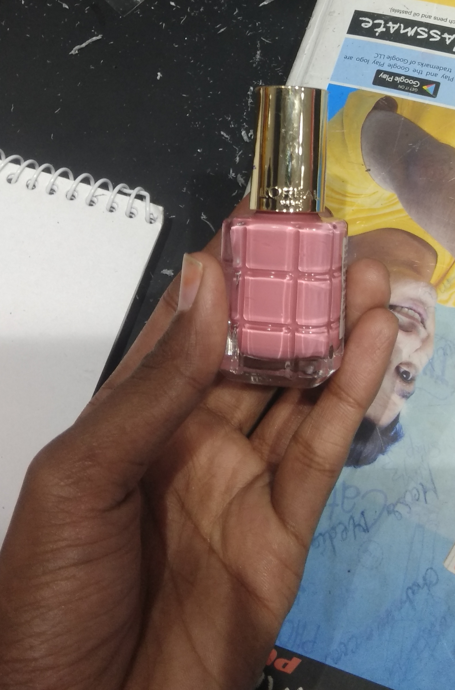 L'Oreal Paris Color Riche A L'Huile Nail Paint-Easy to apply-By saraswathig-2
