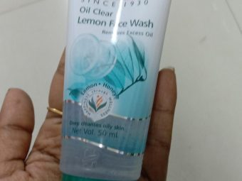 Himalaya Herbals Oil Clear Lemon Face Wash pic 2-controls oil but nothing more-By Nasreen