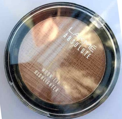Lakme Absolute Moon-Lit Highlighter-pretty good-By Nasreen-1