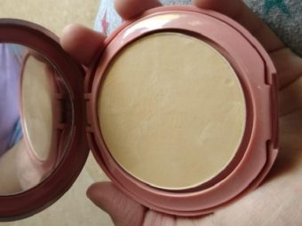 Lakme 9 To 5 Primer + Matte Powder Foundation Compact pic 2-sheer coverage and can be used as a compact-By Nasreen