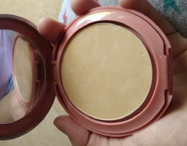 Lakme 9 To 5 Primer + Matte Powder Foundation Compact-sheer coverage and can be used as a compact-By Nasreen-2