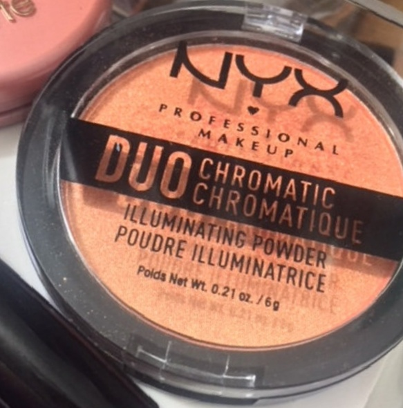 NYX Professional Makeup Duo Chromatic Illuminating Powder-turn dry after sometime-By Nasreen-2
