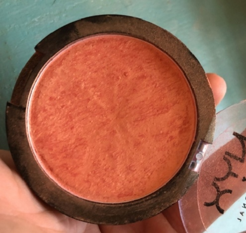 NYX Professional Makeup Duo Chromatic Illuminating Powder-turn dry after sometime-By Nasreen-1