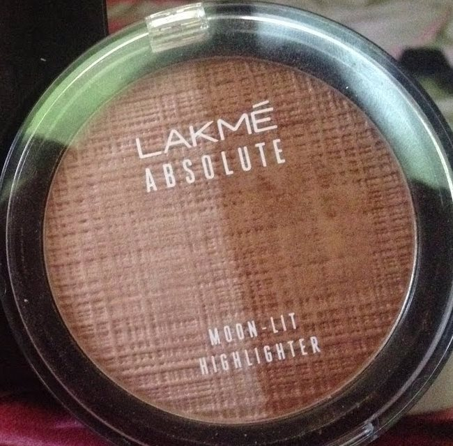 Lakme Absolute Moon-Lit Highlighter-Amazing highlighter-By aparna_dhakne-1